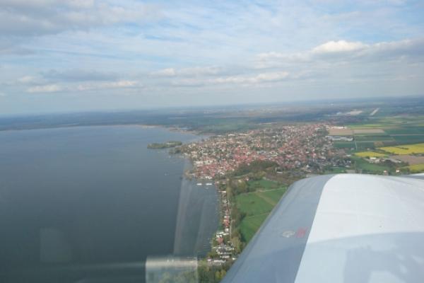 Flug übers Schaumburger Meer mit Wilhelmsstein