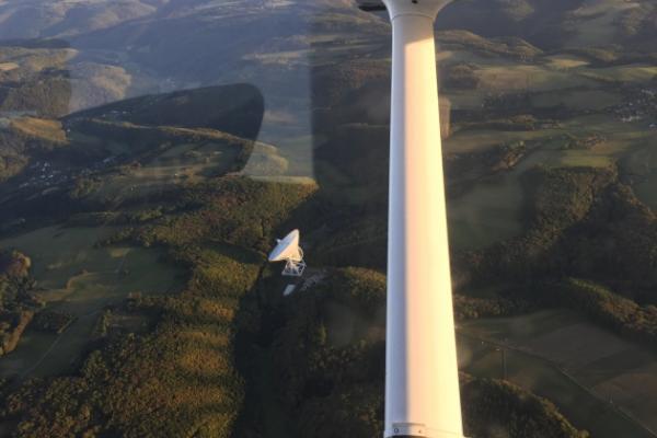 Eifelrundflug: Laacher See, Hohe Acht, Nürburgring & Radioteleskop Effelsberg