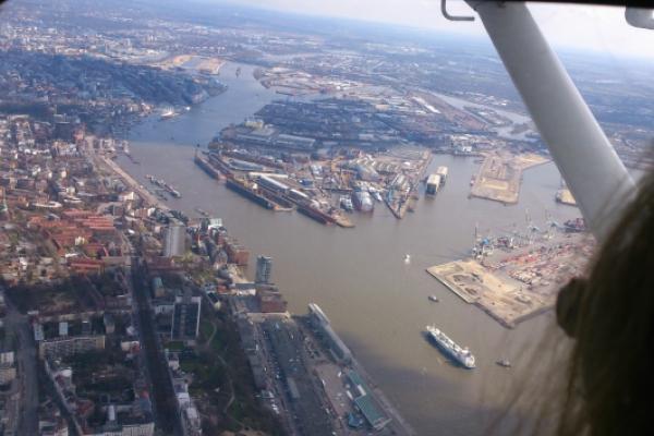 Rundflug über Hamburg: Elbe und Alster, Hafen und Elbphilharmonie